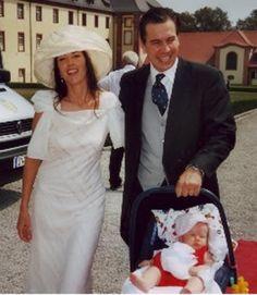 Le comte-héritier Damian et son épouse Irlandaise Deirdre-Mary Ascough portant sa fille Isabelle née en 2003