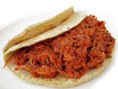 Tacos de Tinga Poblana  Plato tradicional de la región de Poblana, los tacos se rellenan de guiso con chile chipotle