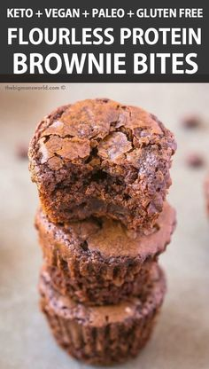 Flourless Brownie Bites Recipe made with 4 ingredi. - Flourless Brownie Bites Recipe made with 4 ingredients and NO sugar, NO grains and NO butter! fudgy, gooey and ready in 20 minutes! Low carb and PACKED with protein! Protein Dinner, High Protein Snacks, Protein Foods, Protein Bites, Protein Shakes, Protein Bread, Diet Foods, Healthy Protein Balls, Protein Deserts