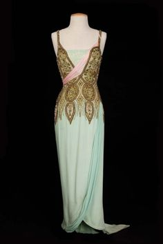 Morton Haack Debbie Reynolds pale green elaborately beaded silk gown from The Unsinkable Molly Brown Pale green silk gown with elaborately patterned bodice of rhinestones, faux mother of pearl and bugle beads Hollywood Costume, Hollywood Dress, Hollywood Fashion, Vestidos Vintage, Vintage Dresses, Vintage Outfits, Vintage Fashion, The Unsinkable Molly Brown, Vogue