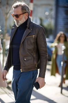 The best men's street style at Paris Fashion Week Women's Stylish Men, Men Casual, Best Men's Street Style, Vogue Online, Oxford Brogues, Oxfords, Outfits Hombre, Best Dressed Man, Men's Leather Jacket