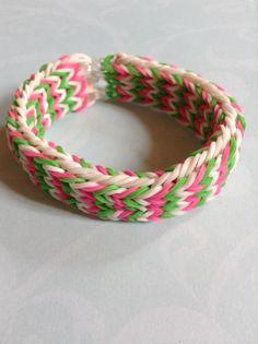 Triple fishtail bracelet  By Crafty loomy (loomlove.com)