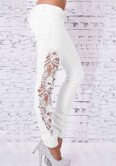 Angled right view of model inwhite side-lace skinny jeans