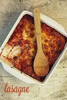 Lasagne on ruoka jota jokainen rakastaa. Ainakaan itse en tiedä ketään joka ei niin tekisi. Rice Recipes, Healthy Recipes, Healthy Food, My Cookbook, Banana Bread, Macaroni And Cheese, Deserts, Good Food, Food And Drink