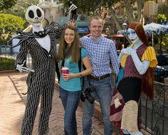 Jack Skellington and Sally - Mickey's Not So Scary Halloween Party Tips Mickey Halloween Party, Disneyland Halloween, Disney Halloween Costumes, Disney World Halloween, Halloween 2014, Creepy Halloween, Disney Day, Run Disney, Disney World Trip