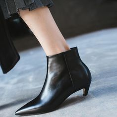 #chiko #chikoshoes #shoes #fashion #fashionable #style #lookbook #fall #winter #autumn #new #best #streetstyle #chic #trend #streetfashion #boots #ankleboots #kittenheels