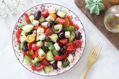 Vegan grécky šalát - Veggie´s Way Fruit Salad, Cobb Salad, Feta, Veggies, Lifestyle, Red Peppers, Fruit Salads, Vegetable Recipes, Vegetables