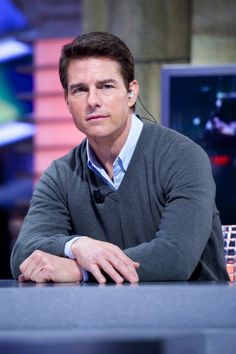 """Tom Cruise Photos - Tom Cruise attends """"El Hormiguero"""" Tv show at Vertice Studio on December 2012 in Madrid, Spain. - Tom Cruise on Spanish TV Ton Cruise, Guy Ritchie, Z Cam, Evolution Of Fashion, Celebrity Dads, Celebrity Style, Mission Impossible, Katie Holmes, Ben Affleck"""