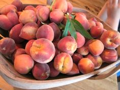 Fresh Peaches Veggie Cheese, Catering Food, Fruit Of The Spirit, Peaches, Summertime, Veggies, Fresh, Drink, Meat