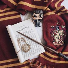 "clockworkbibliophile: ""Buon compleanno, harry potter e JK Rowling ❤️⚡️"""