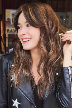 Waves & Bangs Highlights Waves & Bangs Get inspiration from our long layered hair with bangs ideas to revamp your do and make your long locks voluminous and gorgeous. Easy Hairstyles For Long Hair, Long Hair Cuts, Hairstyles With Bangs, Cool Hairstyles, Long Hair Styles, Hairstyle Ideas, Hair Ideas, Layered Hair With Bangs, Long Layered Haircuts