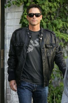 Rob Lowe, is that a 'Unite or Die' t-shirt? Be still my beating heart. And congratulations on 23 years of sobriety. Most Beautiful Man, Gorgeous Men, Beautiful People, Chris Traeger, Teenage Love, Rob Lowe, Dirty Dancing, Famous Men, Hollywood