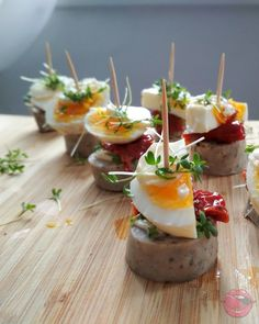 koreczki wielkanocne Easter Dishes, Wedding Appetizers, Tapas, Food Decoration, Polish Recipes, Easter Recipes, Catering, Cake Recipes, Brunch