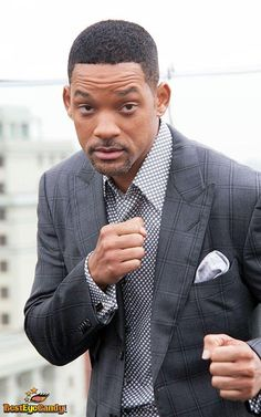 Will smith is rocking that suit not all man rocks it's as well as him! Love the suit Jada Pinkett Smith, Jaden Smith, Rapper, Clothes For Men Over 50, Will Smith Quotes, Gta San Andreas, Philadelphia, Black Actors, Hollywood Actor
