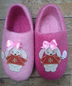 Купить домашние валяные тапочки из натуральной шерсти Зайки-перевертыши - бледно-розовый, тапочки