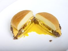 Cheeseburger EGGsplosion..Fried egg in the middle.  :)  This would be awesome to do with sausage, and an english muffin/bagel for breakfast Hamburger Buns, Hamburger Patties, Easy To Cook Meals, Steak And Eggs, Egg And Cheese Sandwich, Cheese Sandwich Recipes, Cheese Burger, Beef Burgers, Yummy Recipes