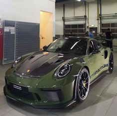 Porsche 911 Gt3, Porsche Cars, Exotic Sports Cars, Exotic Cars, Car Paint Colors, Futuristic Cars, Ford Gt, Amazing Cars, Awesome