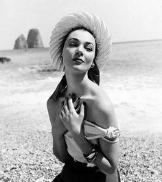 Ivy Nicholson, 1952 Photo by Regina Relang