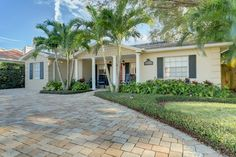 This is THE opportunity to live on beautiful Davis Islands, South Tampa's premier neighborhood! This Islands home has it all, with its 4 bedrooms, 3 full baths, bonus room/office, plus completely updated interior. The moment you move through the front entrance you will be impressed with the homes open floor plan and expansive living areas.