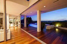 Ein Modernes Einfamilienhaus In Beverly Hills Zieht Alle Blicke Auf Sich  Mit Ihrer Luxuriösen Innenarchitektur. Das Haus Ist Auf Dem Platz Eines  Alten
