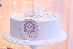 Bolo com Magnólia em açúcar para a comemoração de 1 ano da loja Flor & Lins