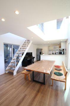 木漏れ日リビング Conference Room, Living Room, Landscape, Interior, Table, House, Furniture, Home Decor, Flats