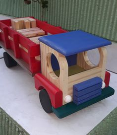 Kids Table And Chairs, Kid Table, Wooden Crafts, Wooden Diy, Sugar Store, Wooden Toy Cars, Top Toys, Woodworking Workshop, Toy Trucks