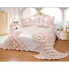 King Comforter Sets, Bedding Sets, Chic Bedding, Teen Bedroom, Bedroom Decor, Bedroom Ideas, Fancy Bedroom, Console, Wedding Bed