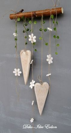 super simple but cute DIY decoration: hang hearts and flowers on wooden posts - wooden ideassuper simple but cute DIY decoration: hanging hearts and flowers on wooden posts super simple but cute DIY decoration: hanging Clay Projects, Clay Crafts, Wood Crafts, Diy And Crafts, Projects To Try, Arts And Crafts, Diy Clay, Diy Wood, Christmas Crafts