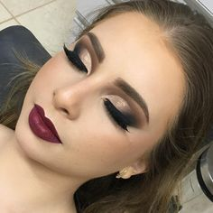 Gente estou apaixonada nessa técnica do semi Cut Crease ! fica linda e… Guys I'm in love with this technique of semi Cut Crease ! Formal Makeup, Prom Makeup, Wedding Hair And Makeup, Bridal Makeup, Winter Wedding Makeup, Wedding Lipstick, Party Makeup Looks, Love Makeup, Makeup Inspo