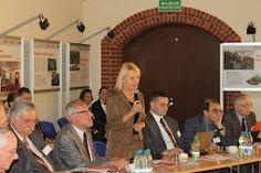 """W środę w naszym Kampusie na Praczach Odrzańskich rozpoczęła się pierwsza międzynarodowa konferencja """"Vail Europe 2012"""". Rozmawialiśmy o różnych aspektach promowania innowacji i rozwoju technologii, a w dyskusji wzięło udział wielu wybitnych ekspertów z całego świata. Wśród nich m.in. prof. Maria Siemionow, która w 2008 r. wraz z zespołem przeprowadziła pierwszy zabieg całkowitego przeszczepu twarzy. Swoją wiedzą podzielił się z nami też prof. Piotr Moncarz czy prof. Michał Yaszemski."""