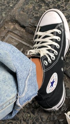 80s Outfit, Aesthetic Shoes, My Vibe, Chuck Taylor Sneakers, Basketball Shoes, All Star, High Top Sneakers, Footwear, Stars