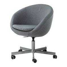IKEA - SKRUVSTA, Drehstuhl, Vissle rotorange, , Die Sitzfläche lässt sich auf bequeme Arbeitshöhe einstellen.Die Sicherheitsrollen haben einen gewichtsgesteuerten Bremsmechanismus, der den Stuhl sicher am Platz hält, wenn du aufstehst. Beim Hinsetzen entsperrt der Mechanismus automatisch.Die Rollen mit Gummiüberzug gleiten sanft über jede Art von Fußbodenbelag.