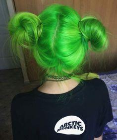 10 Amazing mermaid hair colour ideas – My hair and beauty Twisted Hair, Green Wig, Neon Green Hair, Jade Green, Mint Green, Olive Green, Green Hair Girl, Grunge Look, Coloured Hair