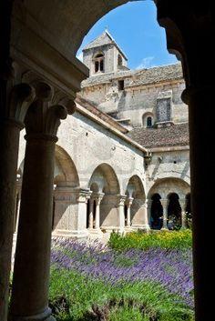 Cloister of Senanque Abbey, Vaucluse, Gordes, Provence, France Stock Photo