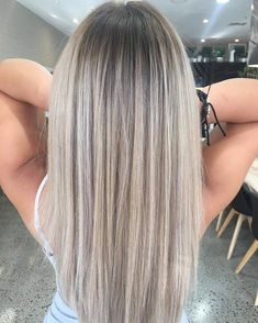 Perfect ash blonde root shadow