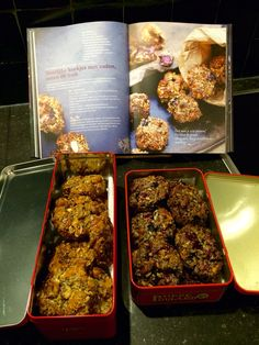 Pascale Naessens gezonde koekjes met noten en zaden, variant met abrikoos en rozijntjes en met blauwe besjes en framboos