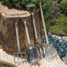 Medium Galvanized Garden Tools - This site is a great source for craft supplies.