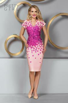 Light pink dress with fuchsia petals - Pretty Girl Summer Events, Pink Dress, Pretty Girls, Girl Fashion, Formal Dresses, Pink Sundress, Women's Work Fashion, Dresses For Formal, Cute Girls