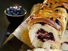 Søt gjærbakst med sitron og blåbær | Mat Fra Norge Bread, Baking, Ethnic Recipes, Food, Bread Making, Meal, Patisserie, Backen, Essen