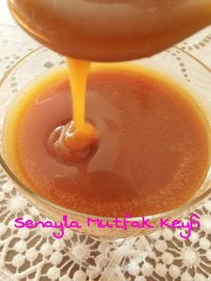 A great caramel sauce recipe with a 100 percent flavor guarantee.- How about a great caramel sauce recipe with a 100 percent flavor guarantee? Salsa Dulce, Delicious Desserts, Yummy Food, Vegetarian Breakfast Recipes, Arabic Food, Turkish Recipes, Special Recipes, Cupcakes, Diy Food