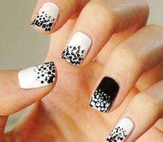 negro y blanco uñas