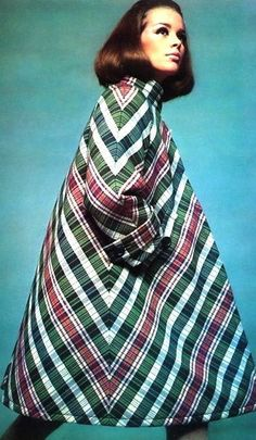 Astrid Heeren in short roomy plaid coat by Nina Ricci, photo by David Bailey, French Vogue Sept. 60s And 70s Fashion, 60 Fashion, Fashion Images, Fashion History, Retro Fashion, Plaid Fashion, Fashion Ideas, Vintage Coat, Mode Vintage