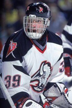 "The ""Dominator"" Dominik Hasek for the Buffalo Sabres - former goalie Women's Hockey, Ice Hockey Teams, Hockey Room, Hockey Stuff, Buffalo Hockey, Buffalo Sabres, Sports Stars, Sports Pics, Goalie Mask"