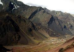 """alla abajo es el pueblo de """"""""CUEVAS"""""""" donde esta el paso internacional: ARGENTINA-CHILE. Mendoza, Argentina"""