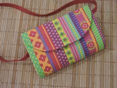 Bolsa infantil Confeccionada em técnica de cartonagem com tecido 100% algodão e alça em courino Sob encomenda pode ser feito em qualquer estampa e a alça em várias cores Por se tratar de um produto artesanal podem ocorrer pequenas variações