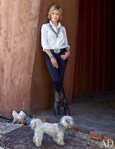 Surrounded by vivid Navajo rugs, rustic antiques, and soulful Spanish Colonial artifacts, actress Jane Fonda finds peace and inspiration at her New Mexico ranch Jane Fonda, Estilo Fashion, Fashion Over 50, Celebrity Houses, Celebrity Style, Grace Clothing, New Mexico Style, Fall Outfits, Fashion Outfits
