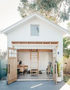 A Tiny Barn Addition To A Coastal Family Home! The Design Files – A Tiny Barn Addition To A Coastal Family Home. Photo – courtesy of Fabric Architecture. Backyard Guest Houses, Backyard Barn, Backyard Studio, Shed Guest Houses, Pool Barn House, Backyard Cabana, Small Pool Houses, Backyard Office, Backyard Buildings