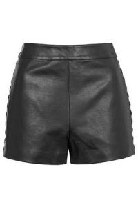 Shop women's shorts at Topshop. From structured culottes to denim hotpants - show off enviable legs this season with easy online delivery on all orders. Jean Topshop, Topshop Tall, Topshop Shorts, Petite Outfits, Short Outfits, Cute Outfits, Petite Shorts, Tall Clothing, Leather Shorts