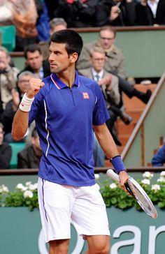 Novak Djokovic se retourne vers son clan. Il prend la direction du troisième tour après sa victoire devant Guido Pella.